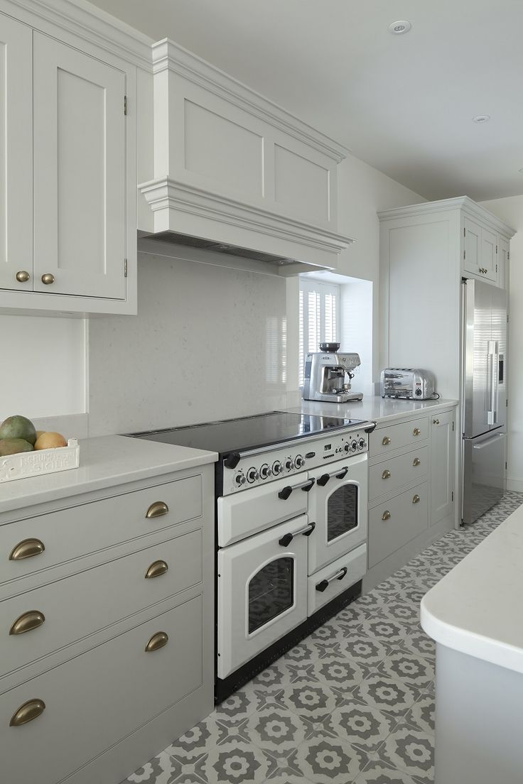 Andover, Hampshire - Classic painted shaker kitchen in ...