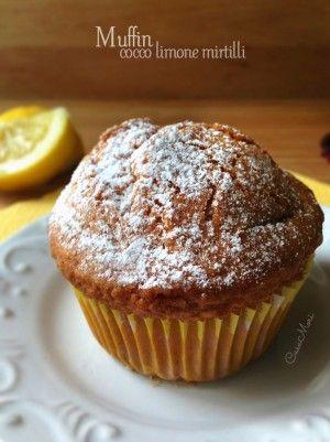 Muffin al cocco e limone con mirtilli rossi