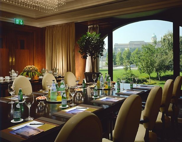 The amazing Danube River view from the Tárgyaló Room at Four Seasons Hotel Gresham Palace Budapest is a perfect backdrop for small meetings, business lunches or even wedding ceremonies.