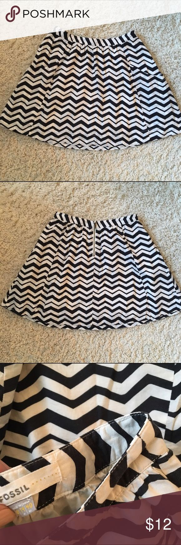 Fossil black and white chevron skirt ▪️▫️Fossil black and white chevron skirt! Adorable pockets and zipper detail! Great for Spring and Summer ▫️▪️ Fossil Skirts Midi