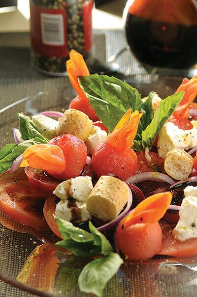 Para esta temporada de calor, algo fresco y delicioso. Haz una rica combinación de jícama con germen de alfalfa.