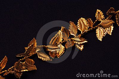 A macro picture of golden leaves on a chain