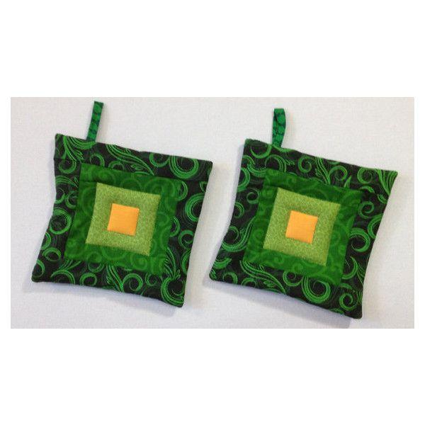 TWEE gewatteerde pannenlappen. Warme pads. Groene hete matten. (€29) ❤ liked on Polyvore featuring home and home decor