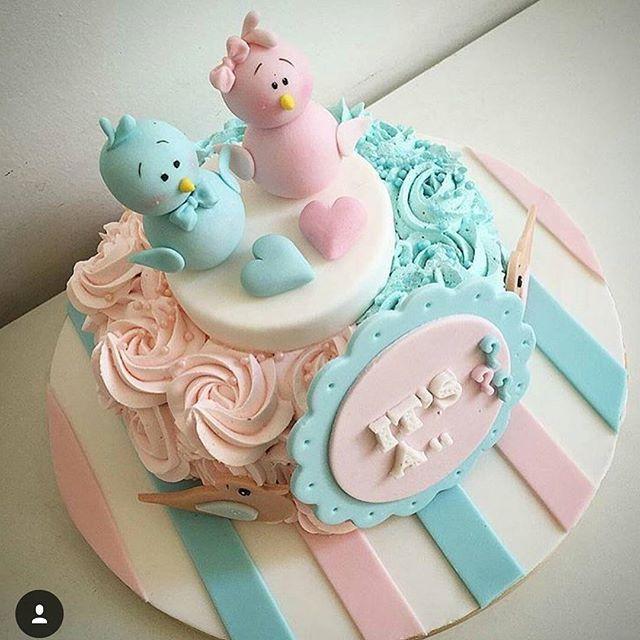 #mulpix Olha que Ideia linda para esse bolo revelação  Essa festinha está super em alta. Funciona assim, a grávida entrega o resultado da ultra-som para a Boleira e só na hora da festa descobre o sexo do bebê, a cor da massa será rosa ou azul dependendo do sexo. Divertido né!? (Imagem:@encontrandoideias)   #bolodecorado  #pastaamericana  #cakeboss  #cakedecorating  #cakelover  #fashioncake  #bday  #charevelacao  #aniversario  #chadebebe  #chadepanela  #chadefraldas  #maedemenino  #maed...