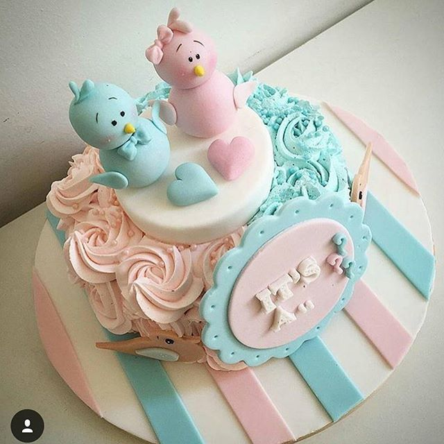 #mulpix Olha que Ideia linda para esse bolo revelação 💟💙 Essa festinha está super em alta. Funciona assim, a grávida entrega o resultado da ultra-som para a Boleira e só na hora da festa descobre o sexo do bebê, a cor da massa será rosa ou azul dependendo do sexo. Divertido né!?😁 (Imagem:@encontrandoideias)   #bolodecorado  #pastaamericana  #cakeboss  #cakedecorating  #cakelover  #fashioncake  #bday  #charevelacao  #aniversario  #chadebebe  #chadepanela  #chadefraldas  #maedemenino…