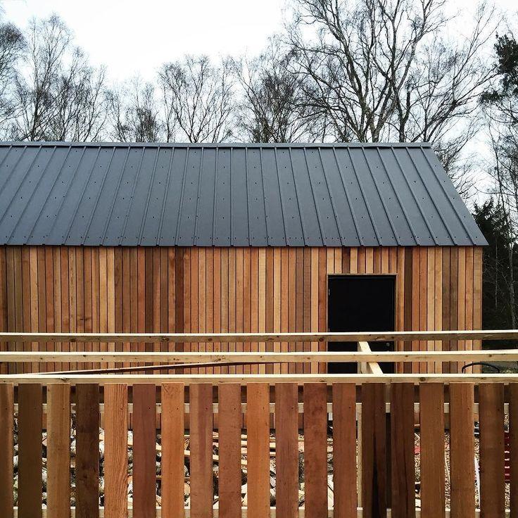 Making progress on the fire wood rack. barnhousecabin #cabin #cabinjournal #cabinporn #tinyhome #tinyhouse #tinyhousebuild #designbuild #intothewoods #quietplace #nordic #scandinavian #cedar #cedarcladding #cedar #cedarcladding #moelven #firewood #storage by barnhousecabin