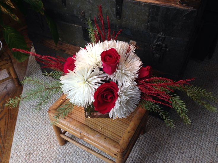 Holiday 2013 table arrangement | white, red and pops of green