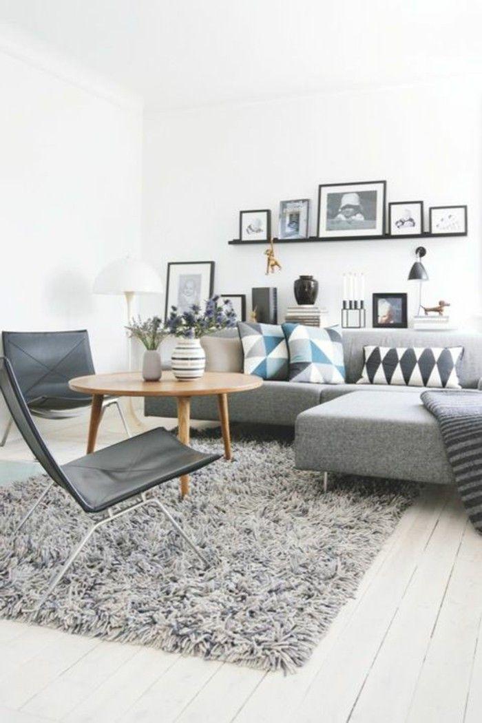 un joli salon scandinave avec tapis gris et sol en planchers