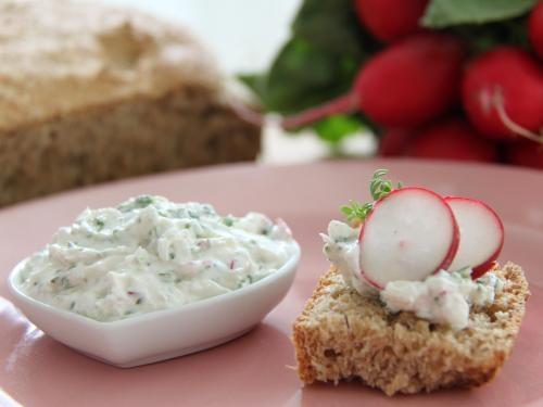 Radieschen-Kresse-Dip - schmeckt leicht und frisch. Besonders gut zu frisch gebackenem Brot. Ein Thermomix Rezept.