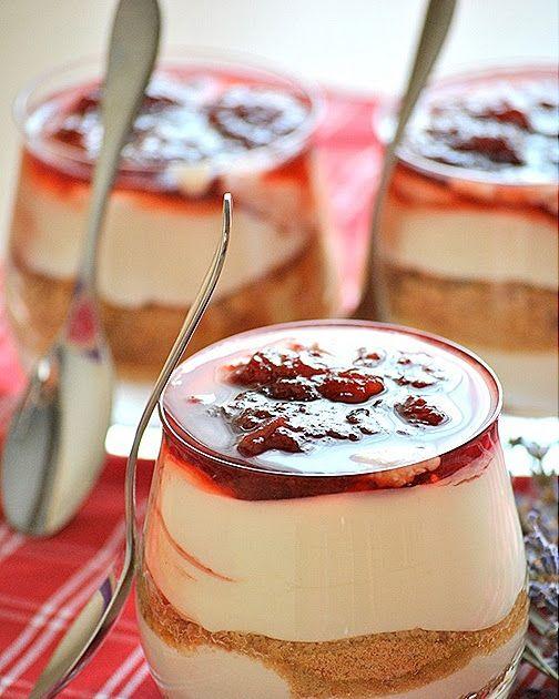 Χτυπήστε,απλώστε,τελειώσατε!!!  Υλικά 1/2 κιλού στραγγιστό  γιαούρτι 2% 500 γρ. κρέμα γάλακτος 3/4 κούπας ζάχαρη 1 1/2 πακέτου  μπισκότα ΠΤ...