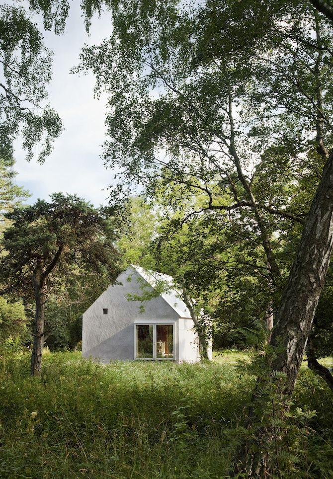 hamra summer house designed by swedish architecture studio dinelljohansson.