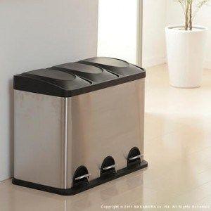 分別におすすめ。おしゃれなキッチンダストボックス15選 ステンレスのすっきりとしたデザインの分別ダストボックスです。スタイリッシュな装いでコンパクト。汚れもつきにくいステンレス製でお掃除もらくですね。フットペダル ...