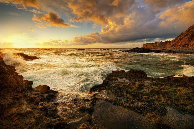 17 zile la rand de plimbari pe coasta Pacificului pentru a prinde culoarea perfecta – de atat a avut nevoie Neil Kremer pentru a realiza fotografia pe care si-o dorea.