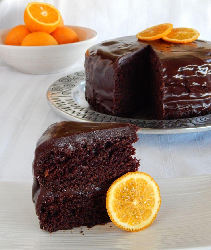 Σοκολατένιο Κέικ με γλάσο σοκολάτας και φέτες πορτοκαλιού.