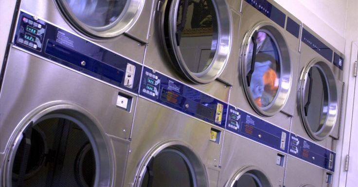 Cuando la lavadora Whirlpool no centrifuga. Los problemas pueden ocurrir con casi todos los electrodomésticos, incluyendo la lavadora o la secadora . Mientras que las lavadoras Whirlpool están diseñadas para funcionar bien con pocas dificultades, si tienes problemas con ella, deberás determinar de qué se trata y localizar una solución. Una de esas cuestiones es cuando la lavadora no ...