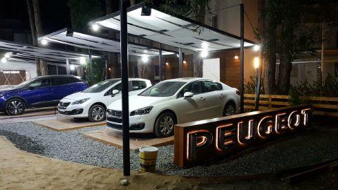 Diseño de stand para marcas automotrices – Peugeot en Cariló – LAWDESIGN