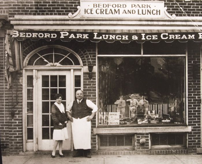 Bedford Park Lunch & Ice Cream Parlour, Yonge St., e. side, betw. Wanless & Ranleigh Aves.