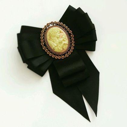 Купить или заказать Брошь-галстук 'Винтажная камея' в интернет-магазине на Ярмарке Мастеров. Брошь выполнена из качественных материалов, с очень красивой камеей. Прекрасное винтажное украшение.