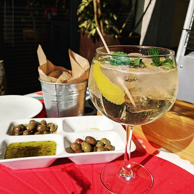 A Porto Tonic (made w/ port of course) . . . #port #portwine #porttonic #alcohol #travel #travelling #traveller #travelgram #instatravel #instatravelling #europe #food #drinks #foodandtravel #enjoy #weekend #portugal #porto #olives  #breadandwine #cafe #sundays #chilling #coffee #lunch #quaint #history #appetizers #relax