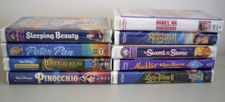 Lot Of Walt Disney VHS Video Tapes Pinocchio Sleeping Beauty Peter Pan Aladdin