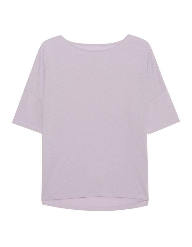 Jersey T-Shirt Locker geschnittenes taupefarbenes T-Shirt aus einem hochwertigen Lyocell-Baumwoll-Gemisch mit weiten Rundhalsausschnitt, halblange Ärmel, tiefe Schulternähte und nach hinten abfallendem Saum.  Ein cooles Basics-Piece für jeden Tag!