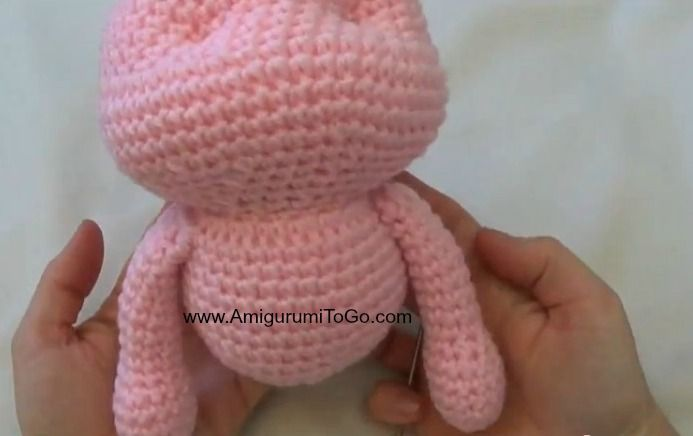 """Pigs are about 10.5 inches tall (pattern has been also translated into Spanish here )   Click """"read more"""" then scroll down this page f..."""