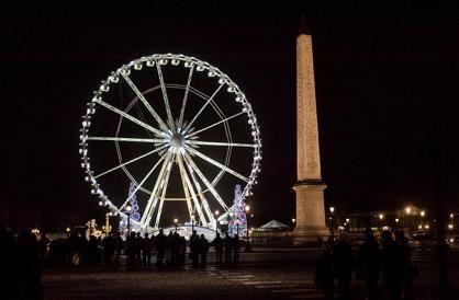 C'est reparti pour un tour ? Et oui la fabuleuse Grande Roue a repris place place de la Concorde. Alors offrez-vous une vision de rêve sur la Capitale !