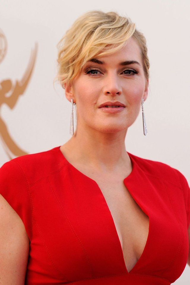 Kate Winslet - another fab dress and color..she is a risk taker and that's why I love her performances.  Best are: Heavenly Creatures, Sense and Sensibility, Titanic, Enigma, Mildred Pearce...she is awesome!
