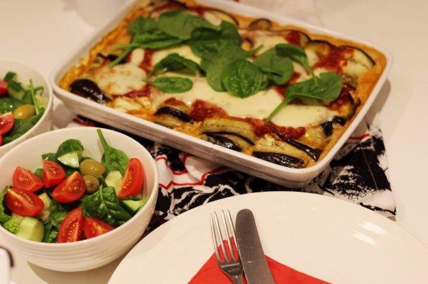 Auberginerullar med spenatröra och tomatsås