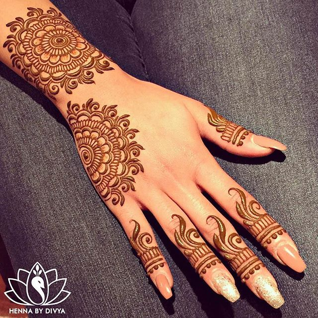 EID henna for the lovely, Sarah! @rosenbaumsgirl My apologies for not being able to take many appointments for EID this time of the year. University is in full swing right now so its tough to work around my schedule. EID Mubarak to all those celebrating! #vegas_nay