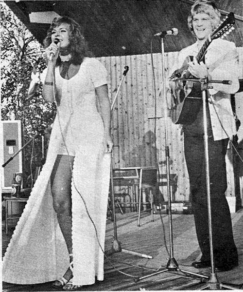 Frida and Lasse Berghagen on stage in Piteå on July 7, 1971.