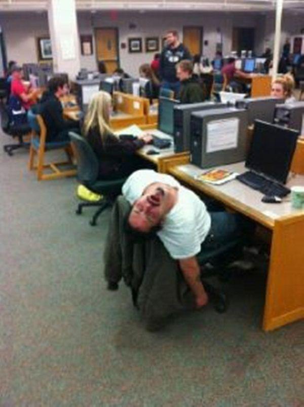 Slapende studenten (fotospecial) - Humo: The Wild Site