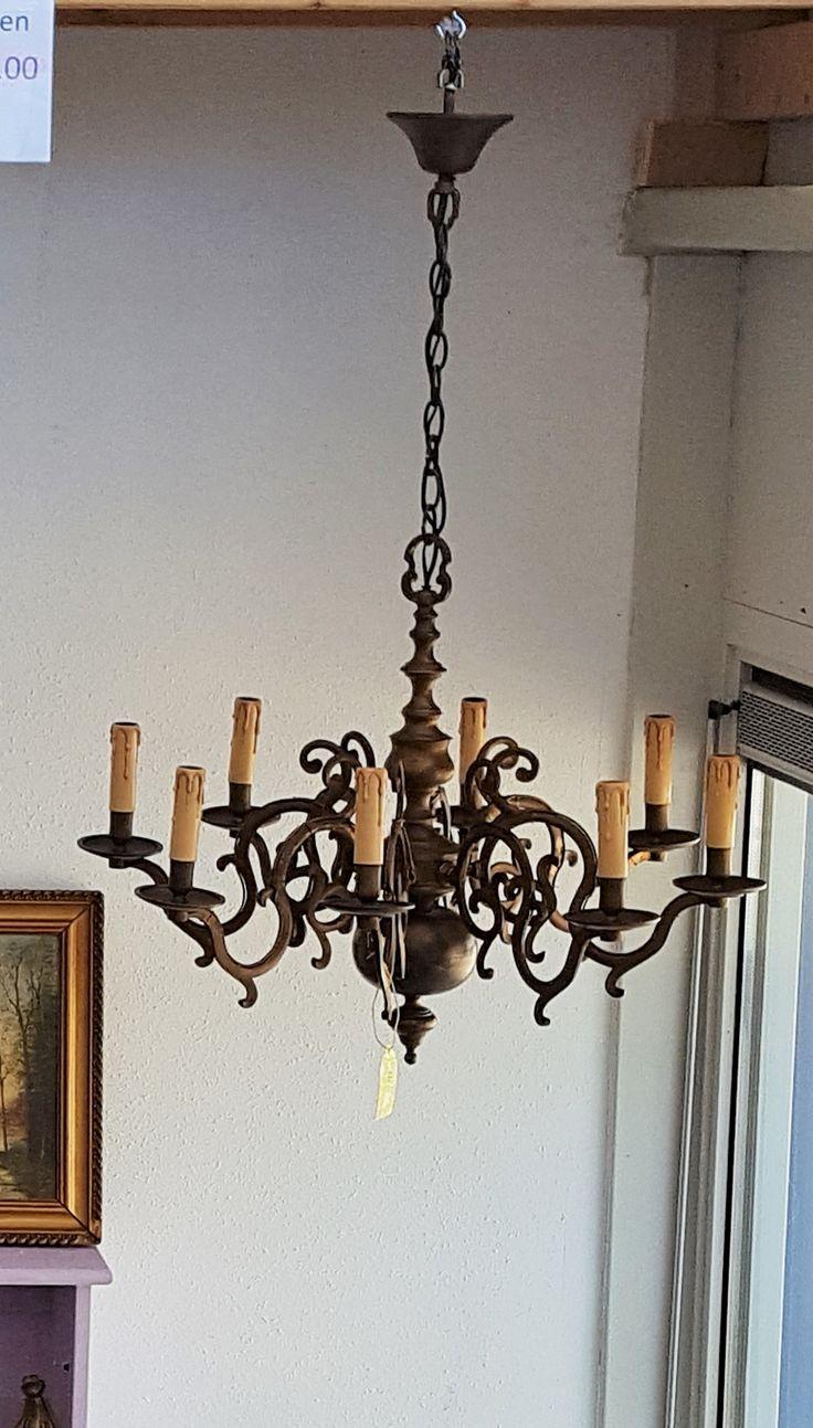 Antieke kroonluchter was eerst voor kaarsen maar aangepast naar elektrisch.  https://www.facebook.com/groups/vintageandmore/