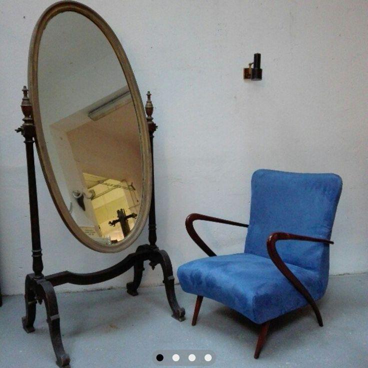 [500€] Specchiera in legno fine 800 con movimento basculante. In legno di noce con cornice dorata a porporina. Misure della cornice in cm: 80x55x176h. Misure specchio in cm: 62x133 // [300€] Poltrona anni 50 rivestita in microfibra blu. Legno restaurato e rilucidato a gommalacca a tampone. Misure in cm: 65x60x76h // Magazzino76 // Via Padova, 76 - Milano. #magazzino76 #viapadova #Milano #modernariato #vintage #industrialdesign #furnituredesign #furniture #mobili #antik #antiquariato