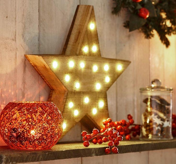 Wer es gerne leuchtend und funkelnd mag, wird diesen Dekostern in seinem Zuhause lieben! Die kleinen LED-Lichter sorgen für eine wohnliche Atmosphäre und versprühen den Flair von weihnachtlicher Stimmung!