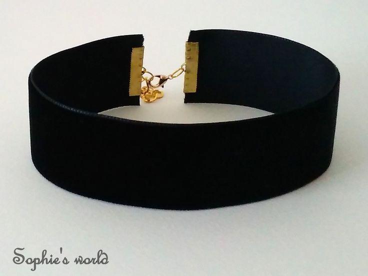 Τσόκερ κολιέ μαύρο βελούδινο παχύ με επίχρυσο κούμπωμα #choker #handmade #black #velvet #90s #fashion #aw201617 #winter #accessories #necklace https://www.facebook.com/SophiesworldHandmade/