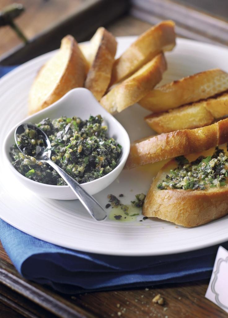 Grzanki z pastą z oliwek