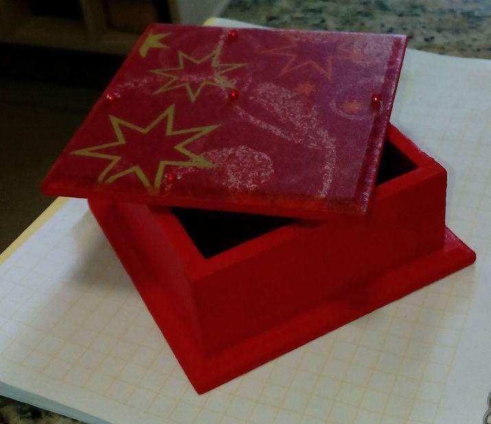 caja chica navideña con decoupage