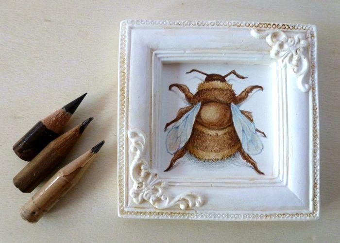 Bee miniature -- Verónica Casas  watercolors and color pencils www.vk-art.com