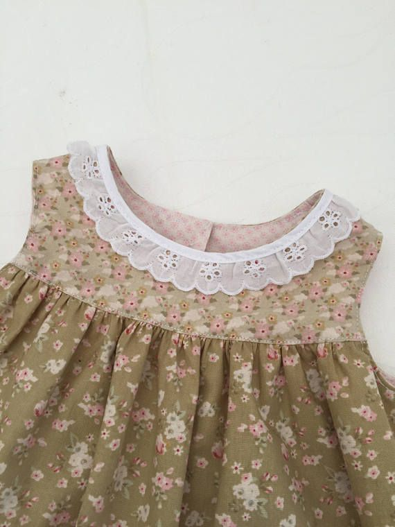 Summerdress for a girl size 6 to 9 month. Lace collar and