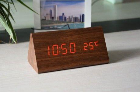 Часы-будильник 162 Оригинальные деревянные часы со встроенным будильником. Попеременно отображает время (15 секунд) и температуру (3 секунды). Работает также и в голосовом режиме. Среди функций часов — встроенный датчик для автоматического выключения/выключения подсветки.  В набор входит:  — Светодиодные часы — 1 шт;  — USB провод — 1 шт;  — Руководство пользователя — 1 шт (английский).  Доставка может быть продолжительной, заказывайте заранее.  #decohata_shop #decohata #clock #clocks