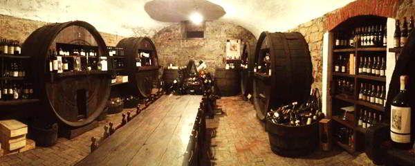 Ristorante Cantine del Gavi.  Leggi i nostri consigli per visitare Gavi: ristoranti, B&B, bar e negozi http://www.vinicartasegna.it/consigli-per-visitare-gavi-ristoranti-bb-bar-negozi/