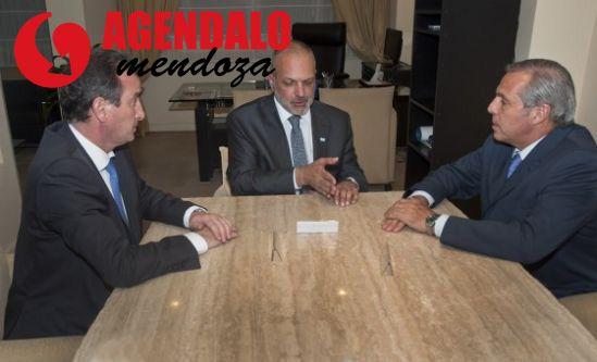 Teléfono para Galuccio: Paco y Sapag adjudicarán áreas petroleras con acarreo http://www.agendalomza.com/index.php/component/k2/item/2387-la-pelea-por-el-petróleo