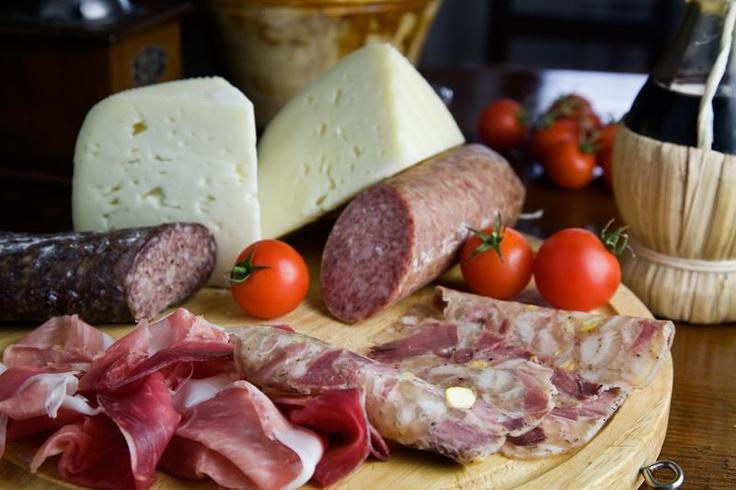 Affettati: ham, cheese, wine. Grazie @marchetourism  #terradimarca #exploringmarche #marchemydestination #food