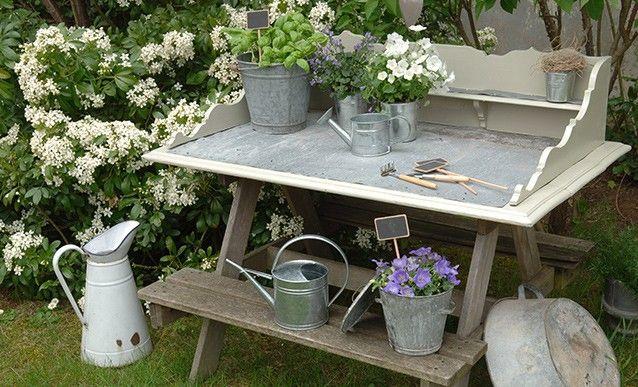 Faire soi-même une table de rempotage en recyclant du vieux mobilier