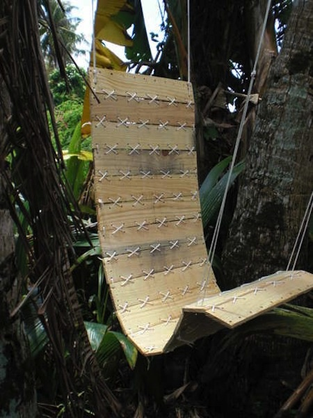 DIY swing made from palettes, neat!