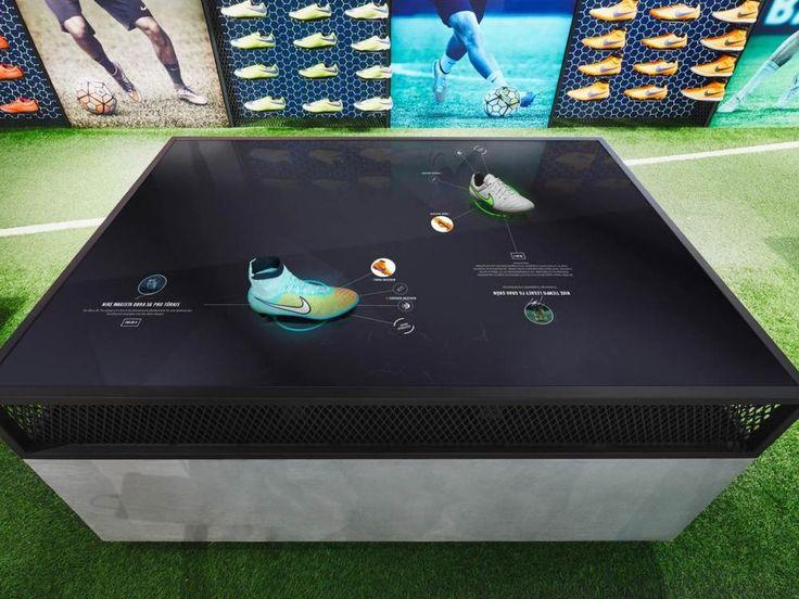 Multitouch Footwear Table mit RFID Ausstattung (Foto: Achim Hatzius)