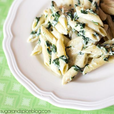 Spinach Alfredo Pasta | I will never buy store bought Afredo sauce again! This is so easy and sooo delicious!
