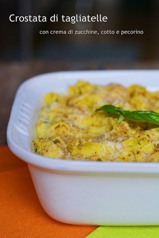 Crostata di tagliatelle con crema di zucchine, cotto e pecorino