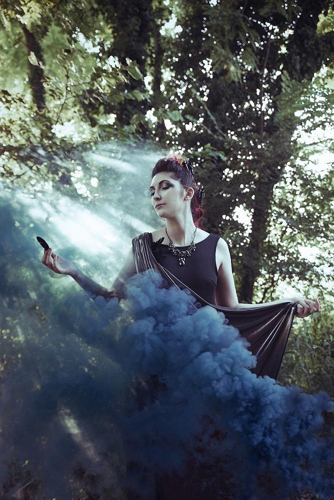 sur le fond ténébreux de mon âme by federica nardese  photography #sharethelove #like  FB https://www.facebook.com/VisualStoryPhotography model: Ilaria Iacoviello HMUA: Stella Maris Mongodi Organic Brides